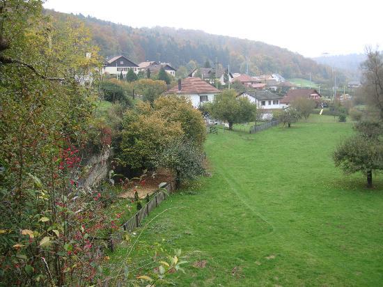 Bishop's Rest B&B : Gartenwiese m.Flüsschen