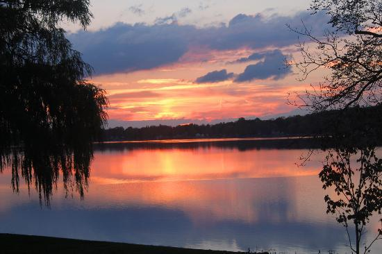 Lakeside Bed and Breakfast : Sunset at Lakeside B&B