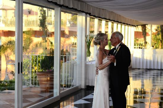 La Valencia Hotel: Wedding dance the Verandah Room 