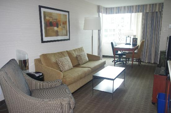Cambridge Suites Toronto: Sitting Area