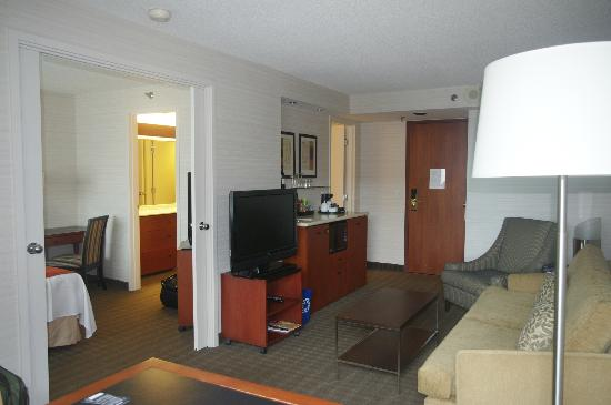 Cambridge Suites Toronto: Kitchenette