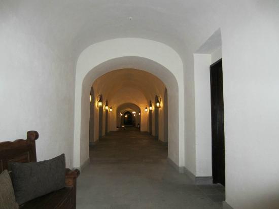 Rosewood San Miguel de Allende: Hotel hallway from the elevator