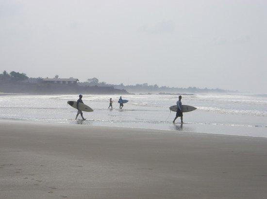 Atlakamani Surfing Resort:                   Beach