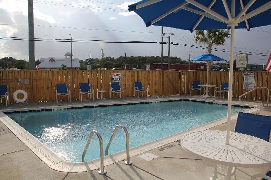 Outer Banks Inn: Pool