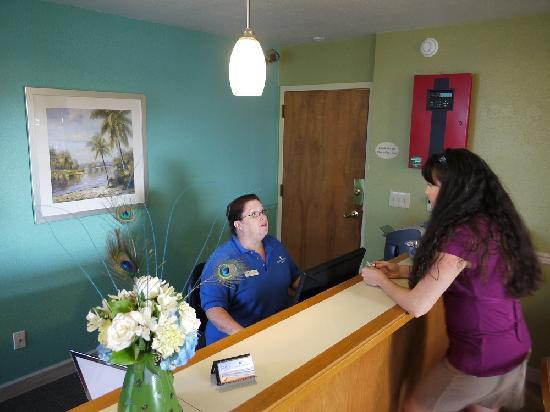 Outer Banks Inn: Front Desk