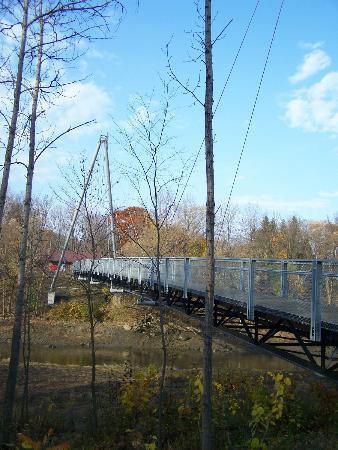 Parc Nautique de Cap-Rouge: Pont piétonnier surplombant la rivière Cap Rouge