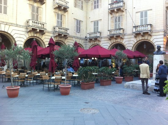 Cafe Caravaggio: View to the Restaurant