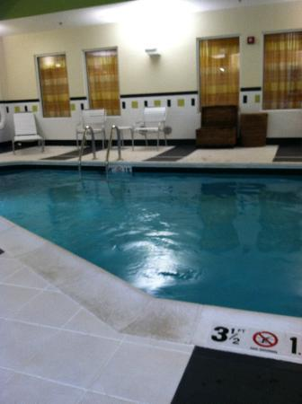 Fairfield Inn & Suites Harrisonburg: Pool was actually well kept and nice.