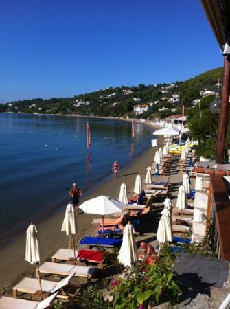 Hotel Megali Ammos House: Trivlig hotell rett på stranda!!Deilig mat og hjemmekoslig!Stille og rolug.Eneste minus,var hard
