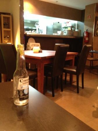 bar 8 Grill : open kitchen at No.8