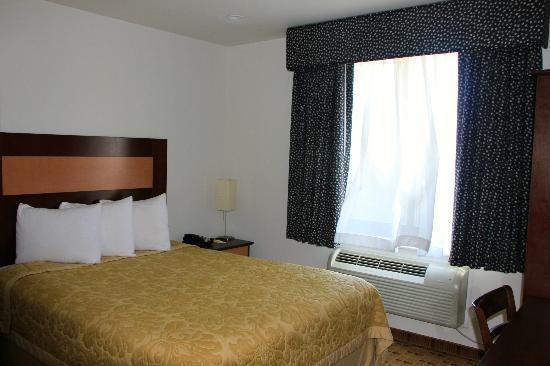 Super 8 Brooklyn / Park Slope Hotel: Room