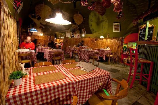 Kosice, Slowakei: Tradičná pizzeria vyniká kvalitou jedla a výnimočnou atmosférou, ktorá Vás očarí intimitou tlmen