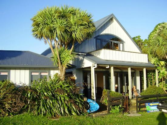 Raglan Backpackers and Waterfront Lodge