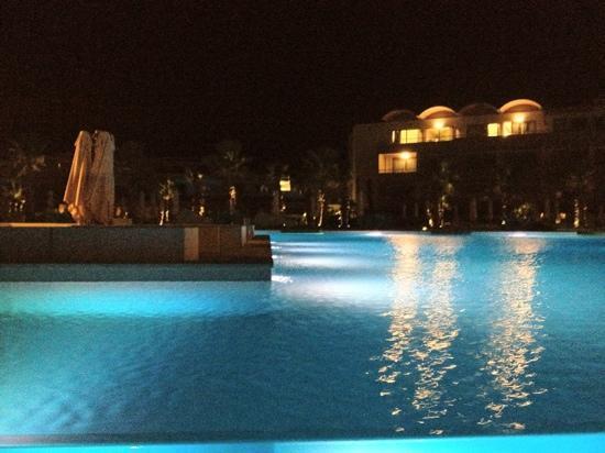 Avra Imperial Hotel: Η φαντασμαγορική γυαλινη πισίνα!!!