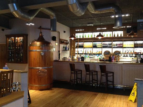 The Hub Alehouse and Kitchen : The Hub bar