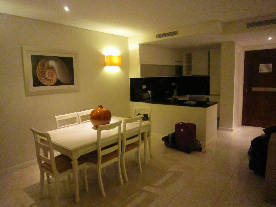 Monte Santo Resort: 2 bed apartment: kitchen/dining area