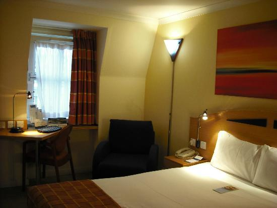 Holiday Inn Express London - Hammersmith: My room