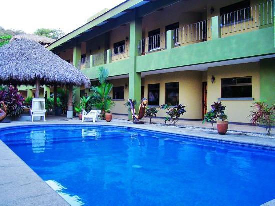 Coco Heights: Condominios total mente equipados a 200 metros del mar de 6 a 12 personas ,aire acondicionado,pa
