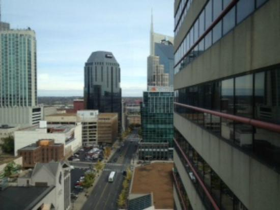 Renaissance Nashville Hotel: View from glass elevator