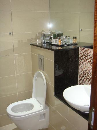 DoubleTree by Hilton Hotel London - Marble Arch: baño