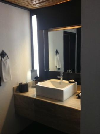 Bahia Hotel & Beach Club: Bathroom