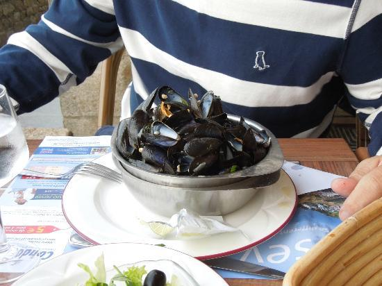 Restaurant de l'hotel Croix Blanche : Enjoyed the mussels!