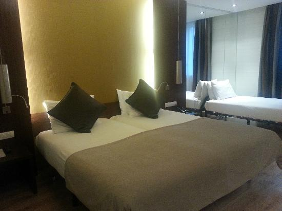 LOFT Hotel Bratislava: Very nice elegant room