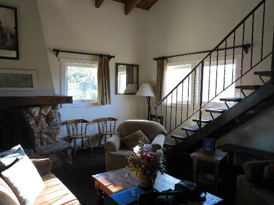 Mammoth Creek Inn: Master Loft Suite - Lounge