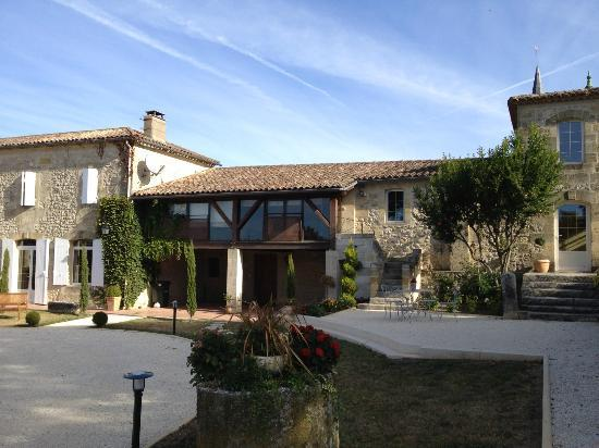 Chateau Claud-Bellevue : The part of the house where the guest rooms are.
