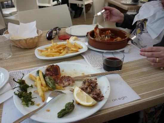 La Taberna De La Boveda: Lamb chops and lampluga