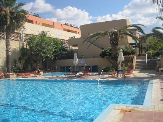 La piscina grande quella piccola dei bambini foto di - Piccola piscina ...