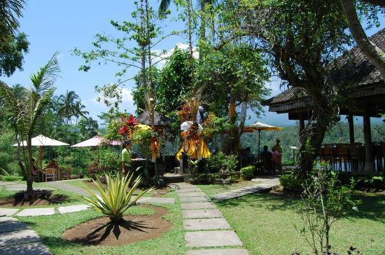 Mahagiri Panoramic Resort & Restaurant: Gardens