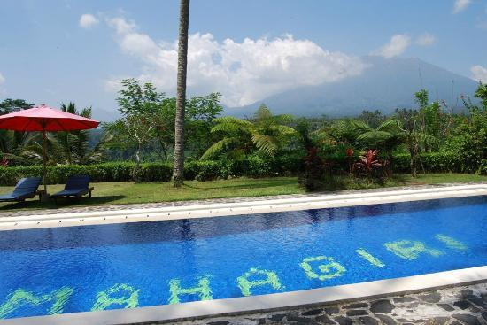 Mahagiri Panoramic Resort & Restaurant: Pool area