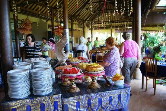 Mahagiri Panoramic Resort & Restaurant: Buffet area