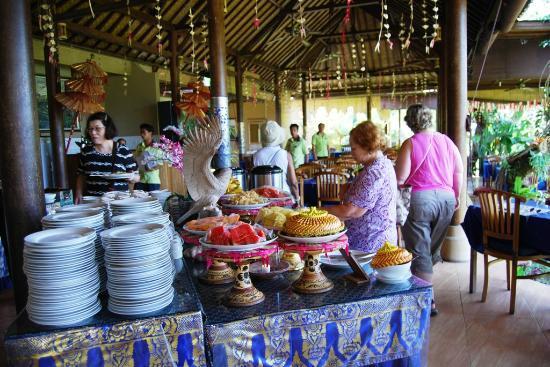 Mahagiri Panoramic Resort & Restaurant: Buffet area