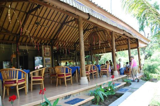 Mahagiri Panoramic Resort & Restaurant: Restaurant seating