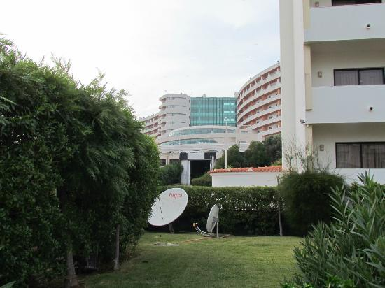 Ondamar Aparthotel: view to neighbouring hotel which dominates the area
