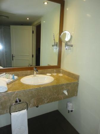 Jumeira Rotana: clean bathroom yet basic