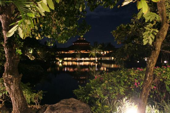 Ayodya Resort Bali: At night