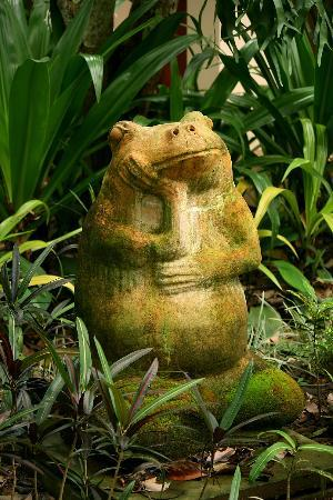 Suanthip Vana Resort : lovely details all around the gardens
