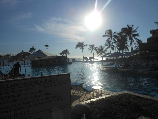 Marriott Puerto Vallarta Resort & Spa : The invigorating and huge pool