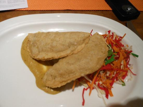 ‪‪CasaMagna Marriott Puerto Vallarta Resort & Spa‬: Dinner of empanadas with yellow mole‬