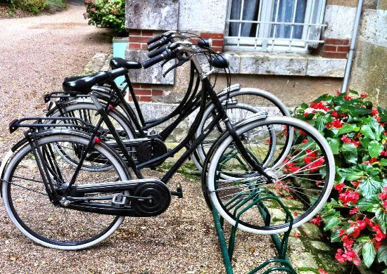 Hotel Chateau des Tertres: VanGogh bikes to use....
