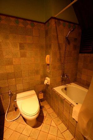 Suanthip Vana Resort: bathroom