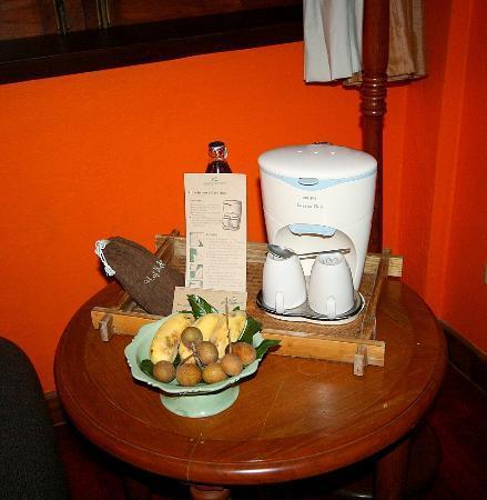Suanthip Vana Resort : welcome fruits and coffee machine
