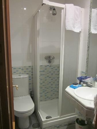 Hostal Ivor: Bathroom