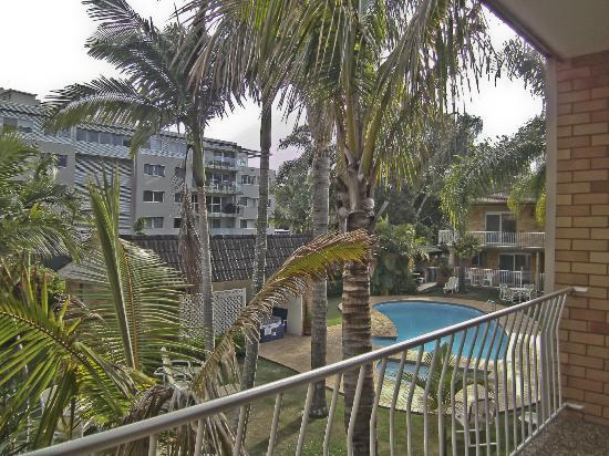 Beachpark Apartments Coffs Harbour: From balcony overlooking pool area