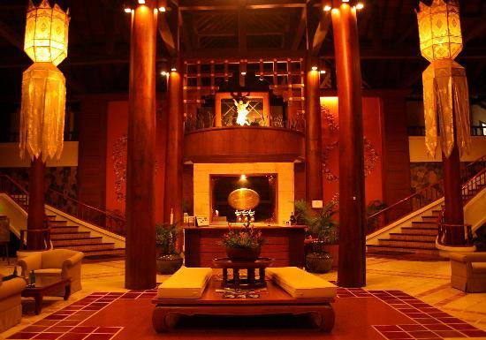 Suanthip Vana Resort: Entrance and Lobby