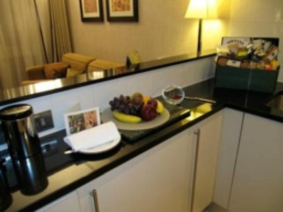 Taj 51 Buckingham Gate Suites and Residences: Kitchenette, sittingroom