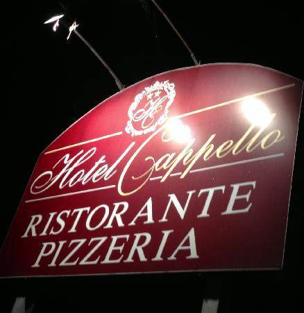Ristorante Pizzeria Hotel Cappello: Insegna